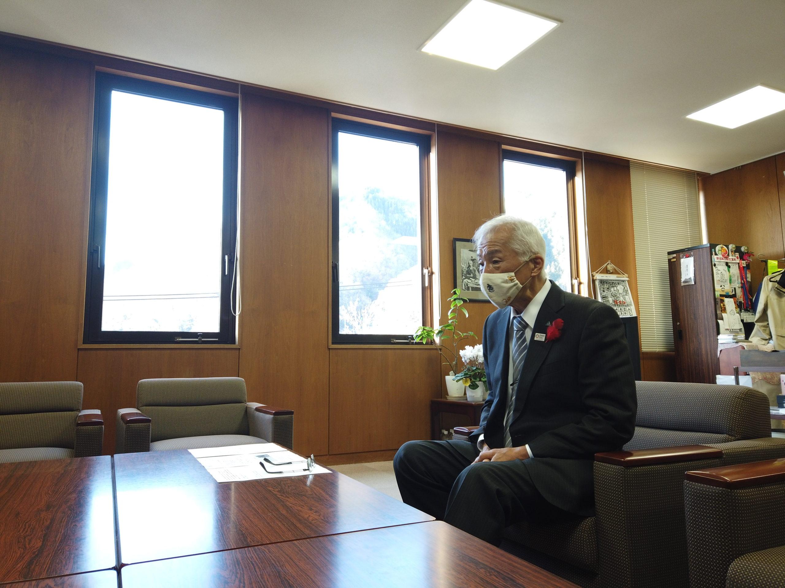兵庫県養父市の広瀬市長にインフルエンサーが防災の取り組みについて取材