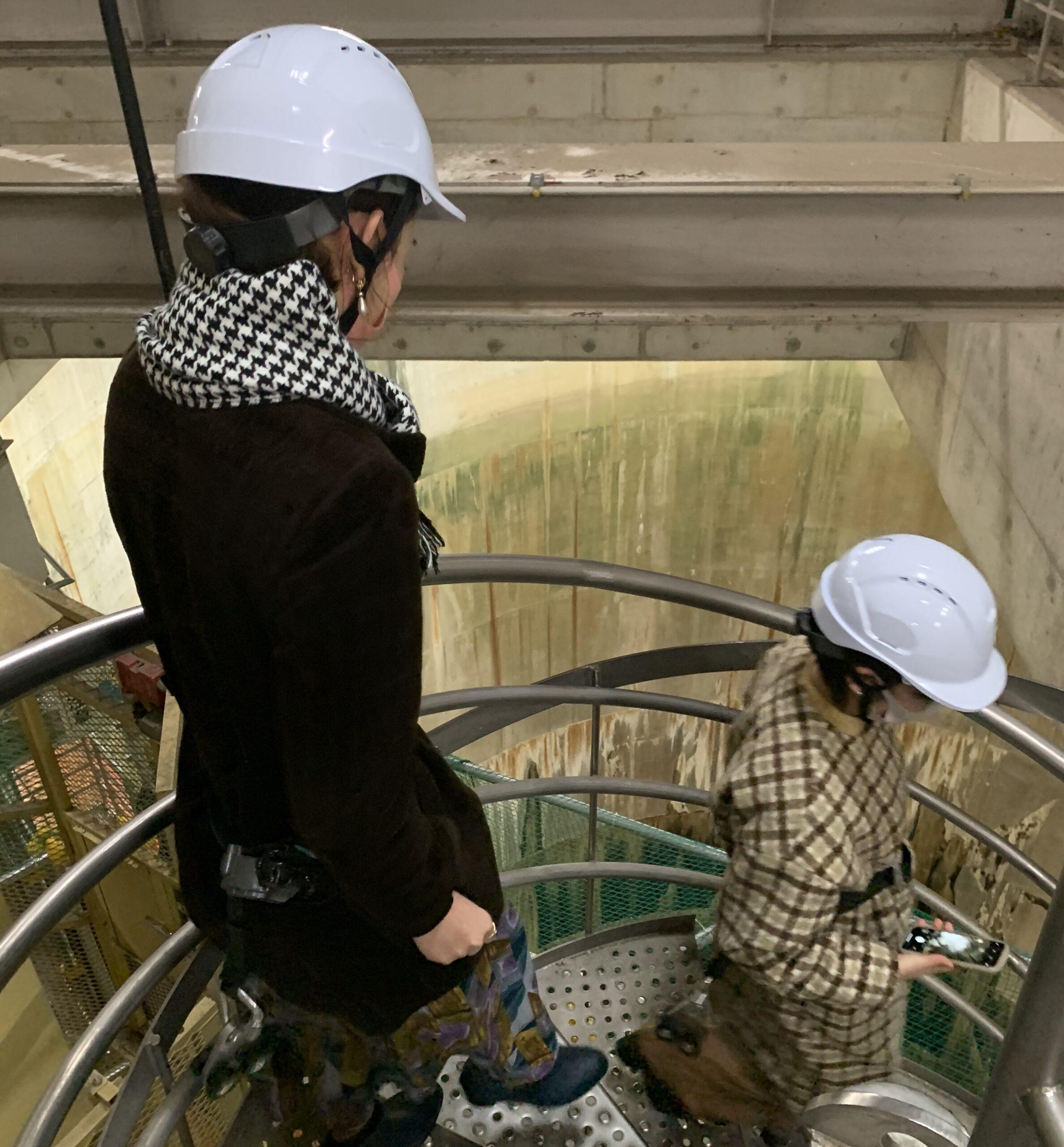 首都圏外郭放水路の立坑を見学する階段